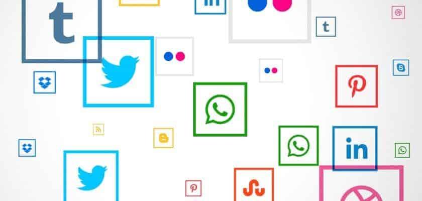 social media square icons background redes sociales chihuahua ¿Por qué utilizar las redes sociales chihuahua? 4833 840x400